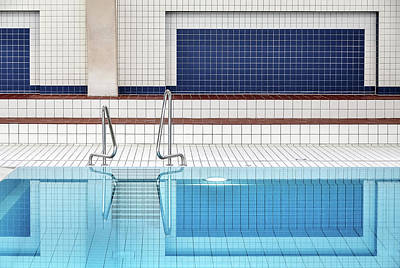 Swimming Pool Photograph - Swimming by Renate Reichert