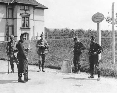 1916 Photograph - Swiss And German Border Guards by Underwood Archives