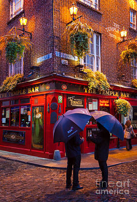 Sidewalks Photograph - Temple Bar by Inge Johnsson