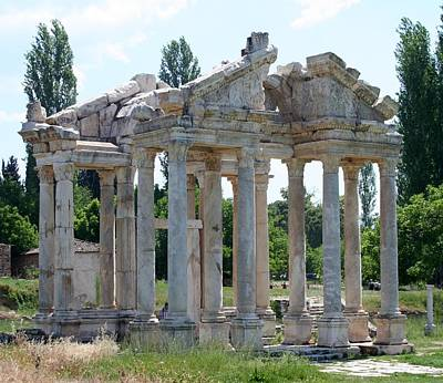 Tetrapylon The Arched Gate Of Aphrodisias Print by Tracey Harrington-Simpson