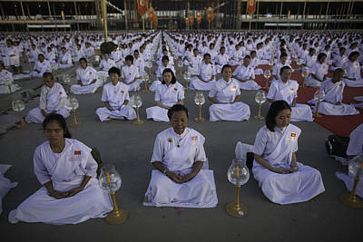 Front View Photograph - Thai Women Pray For Peace by David Longstreath