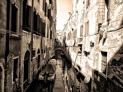 The Back Canals Of Venice Print by Bill Cannon