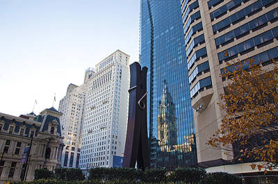 Cityhall Digital Art - The Clothespin Statue And Reflection Of The Philadelphia City Hall by Bill Cannon