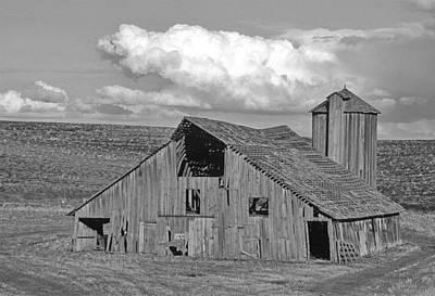 Granary Photograph - The Lewiston Breaks Barn by Latah Trail Foundation