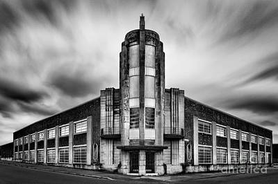 Converging Photograph - The Leyland Building  by John Farnan