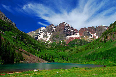 The Majestic Maroon Bells With Tiny Tourists Print by John Hoffman