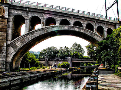 Phillies Digital Art - The Manayunk Bridge Over The Canal by Bill Cannon
