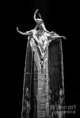 Richard Macdonald Photograph - The Richard Macdonald Gallery At Citycenter In Las Vegas. by Jamie Pham