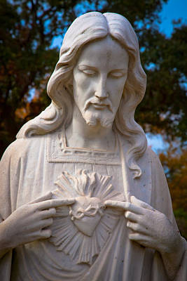 The Sacred Heart Print by Linda Unger