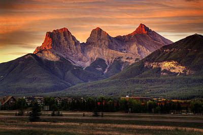 Three Sisters Digital Art - The Three Sisters Canmore by Diane Dugas