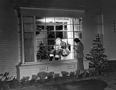 Beverly Hills Photograph - This Beverly Hills Resident Is Putting The Finishing Touches On by Underwood Archives