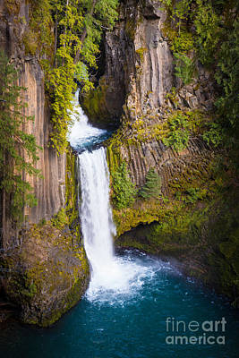 Basalt Photograph - Toketee Falls by Inge Johnsson