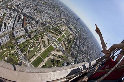 Photograph - Tour Eiffel 8 by Art Ferrier