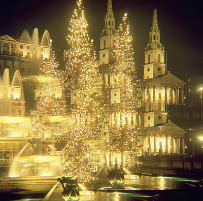 Eve Photograph - Trafalgar Square Christmas Lights by Robert Hallmann
