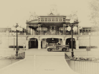 Train Statin Wdw In Heirloom Print by Thomas Woolworth