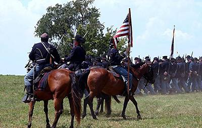 Union Troops Marching To Battle - Richmond Ky Print by Thia Stover