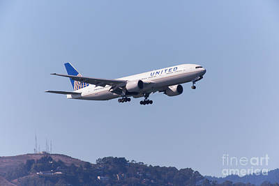 United Airlines Jet 5d29537 Print by Wingsdomain Art and Photography