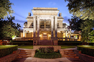 St Basils Photograph - University Of St. Thomas Link Lee Mansion - Montrose Houston Texas by Silvio Ligutti