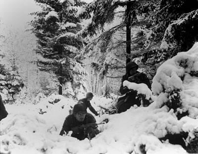 Tntar Photograph - U.s. Infantrymen Of The 290th Regiment by Everett