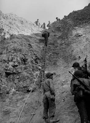 U.s. Rangers Climb A Cliff Using A Rope Print by Everett