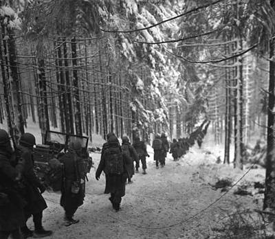 Tntar Photograph - U.s. Soldiers March by Everett