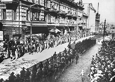 Us Troops In Vladivostok Print by Underwood Archives