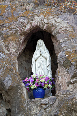 United States Mission Church Photograph - Usa, Arizona Statue Of The Virgin Mary by Luc Novovitch