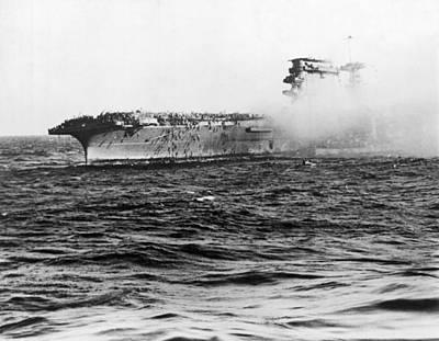 Papua New Guinea Photograph - Uss Lexington Abandon Ship by Underwood Archives