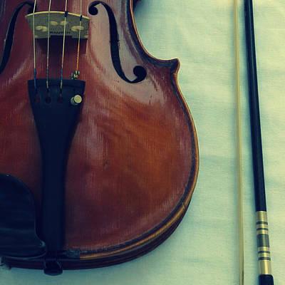 Violin And Bow Print by Patricia Januszkiewicz