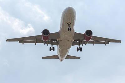 319 Photograph - Virgin America Airbus 319 by John Daly