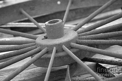 Wagon Wheel Black And White Print by Thomas Woolworth