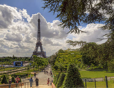 Paris Photograph - Walkway To The Eiffel Tower by Tim Stanley