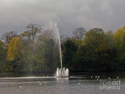 Photograph - Water Fountain by Richard Morris