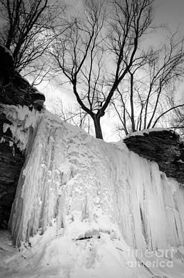 Green Bay Photograph - Wequiock Walls Of Ice by Mark David Zahn