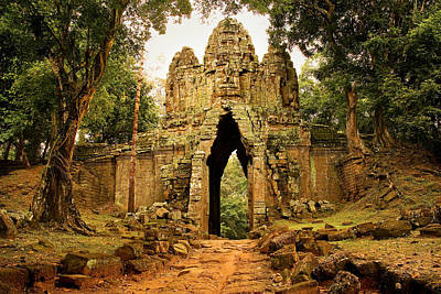 Gate Photograph - West Gate To Angkor Thom by Artur Bogacki
