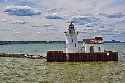 Amish Photograph - West Pierhead Lighthouse by Marcia Colelli