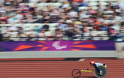 Disabled Sports Photograph - Wheelchair 800m Race, London by Science Photo Library