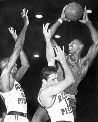 Wilt Chamberlain Shoots Print by Underwood Archives