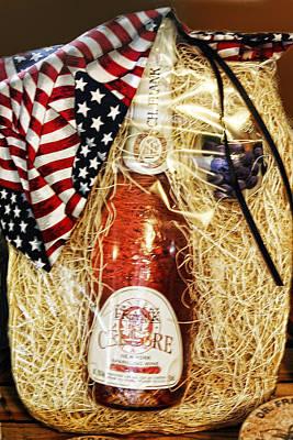 Wine Gift Pack Print by Linda Phelps
