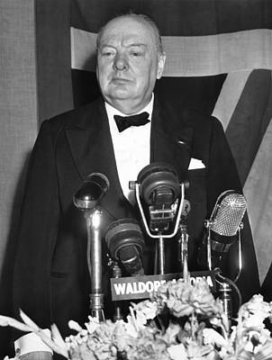 Winston Churchill Speaks Print by Underwood Archives