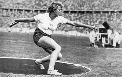 Woman Discus At 1936 Olympic Print by Underwood Archives