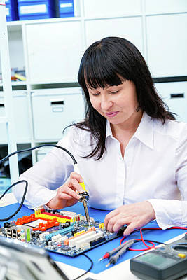 Electronics Photograph - Woman Making A Micro Processor by Wladimir Bulgar