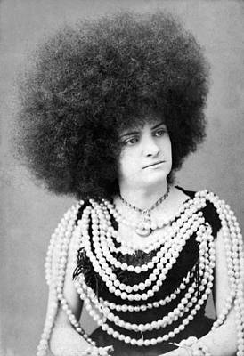 1880s Photograph - Woman Vaudeville Performer by Underwood Archives