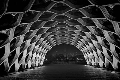 Wooden Archway With Chicago Skyline In Black And White Print by Sven Brogren