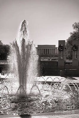 Washington D.c. Photograph - World War II Memorial Fountain by Olivier Le Queinec