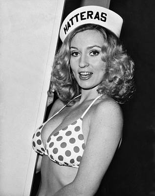 Blonde Hair Photograph - Young Woman Wearing A Bikini by Underwood Archives