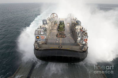A Landing Craft Air Cushion Enters Print by Stocktrek Images