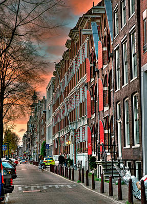 With Red. Photograph - Alineado. Amsterdam by Juan Carlos Ferro Duque