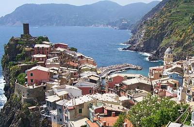 Vineyard Photograph - Rooftops Of Vernazza Cinque Terre Italy by Marilyn Dunlap