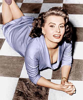 Three Quarter Sleeves Print featuring the photograph Sophia Loren, Ca. 1950s by Everett